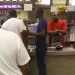 [動画]ダブルチーズバーガー売り切れに怒った客がマクドナルド店員を鉄拳制裁wwwwwwwww