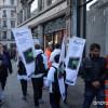 [画像あり]サムスンが『iPhone6s』の発売日にアップルストア前で『GalaxyS6 Edge』の宣伝をして妨害